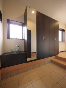 玄関に手洗いを導入する人が増えています